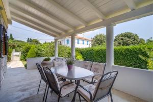 A balcony or terrace at Vila Mirta
