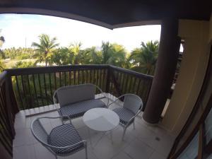 A balcony or terrace at Barrabali Barra de São Miguel 326