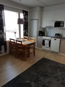 A kitchen or kitchenette at Northside apartment 2