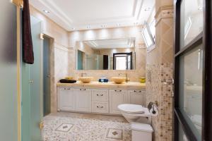 A bathroom at FeelHome - Tel Aviv Penthouse