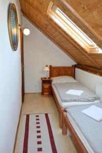 Postel nebo postele na pokoji v ubytování Blažkův Statek