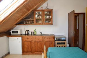 Kuchyň nebo kuchyňský kout v ubytování Blažkův Statek