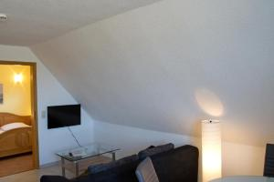 A television and/or entertainment centre at Boddenhus Apartment 9