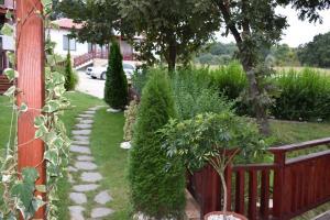 Градина пред Две Вили