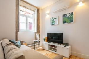A television and/or entertainment centre at Indulge Porto Flats