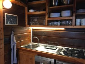 A kitchen or kitchenette at Rosso 38 Chalet