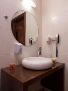 A bathroom at Petritos Rooms and Studios