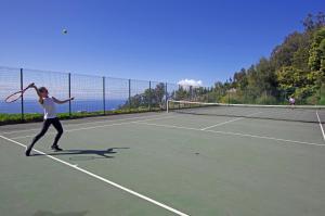 Comodidades para jogar ténis e squash em Village Cabo Girao ou nas proximidades