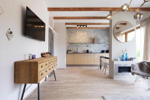 Cuisine ou kitchenette dans l'établissement Vista Riverside Romantic Suite