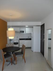 A kitchen or kitchenette at Flat de Luxo em Boa Viagem 2 Qtos