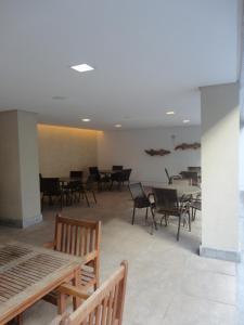 A restaurant or other place to eat at Flat de Luxo em Boa Viagem 2 Qtos