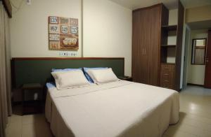 A bed or beds in a room at Condominio Ondina Residence