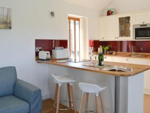 A kitchen or kitchenette at The Cart Linhay