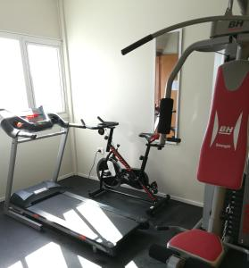 The fitness center and/or fitness facilities at Apart Hotel Via 51