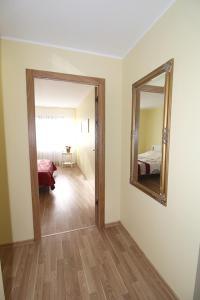 Kylpyhuone majoituspaikassa Sauliaus apartamentai