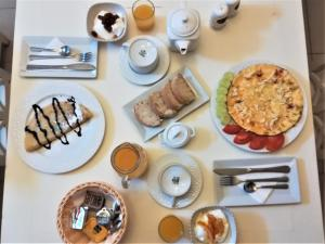 Breakfast options available to guests at Blue Harmony Apartments