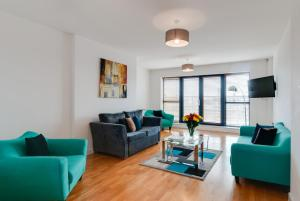 A seating area at Base Serviced Apartments - Duke Street