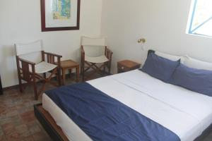 A bed or beds in a room at Auberge Miko