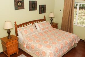 A bed or beds in a room at Lagoona Villa
