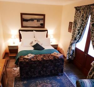 A bed or beds in a room at Island Cottage