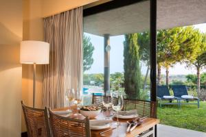 A restaurant or other place to eat at Precise Resort El Rompido-The Club