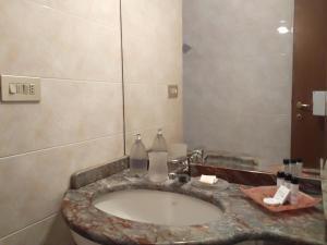 A bathroom at Kibilù - Via Borsa