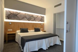 A bed or beds in a room at Casa Luis Apartments