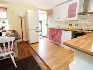 A kitchen or kitchenette at Weardale Cottage, Bishop Auckland