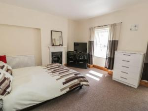 A bed or beds in a room at 46 Carneddi Road, Bangor