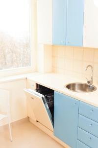 A kitchen or kitchenette at Royal Park Executive Apt