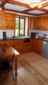 A kitchen or kitchenette at Meadowside Cottages