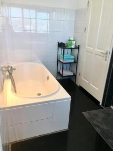 A bathroom at Zomerzon
