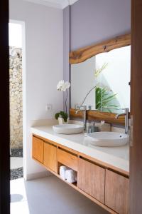 A bathroom at Silversand Villa