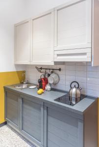 A kitchen or kitchenette at monocase milano