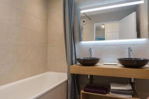 A bathroom at Arianne Disneyland apartment BMYGUEST