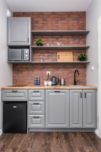 Kuchnia lub aneks kuchenny w obiekcie Modern & Classy Industrial - Apartamenty Browar Gdańsk