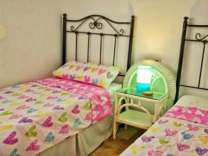 A bed or beds in a room at Sunny Nerja Apartments