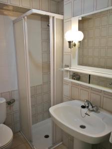 A bathroom at Sunny Nerja Apartments