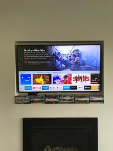 A television and/or entertainment centre at Saltus Luxury Accommodation