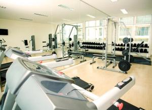 The fitness centre and/or fitness facilities at Golden Pearl Hotel