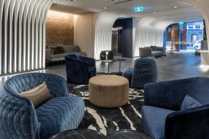 The lounge or bar area at SKYE Suites Sydney