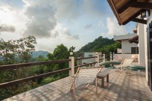 A balcony or terrace at New POP Villas, Koh Tao