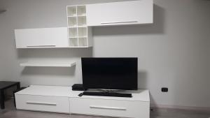 A television and/or entertainment center at Cagliari View Apartment