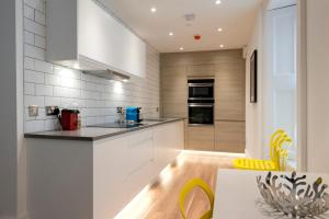 A kitchen or kitchenette at Urban Quarters