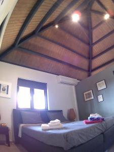 Kama o mga kama sa kuwarto sa Jamanota happy view