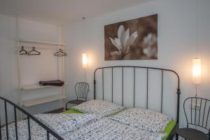 A bed or beds in a room at Gästehaus Happy Family