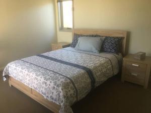 Кровать или кровати в номере Hibiscus Haven