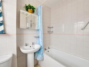 A bathroom at Apartment Nevill