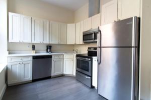 A kitchen or kitchenette at Sonder — Winthrop Square