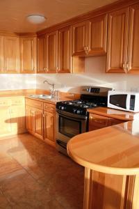 Una cocina o zona de cocina en 3 Dolphins
